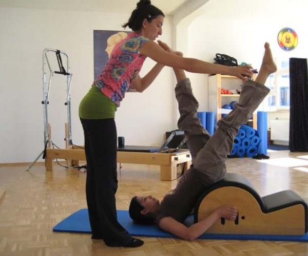 Pilates Gerätetraining am Step-Barrel